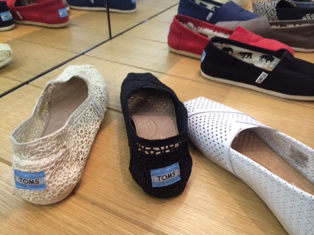 TOMS: Great shoes and giving back (3/6)
